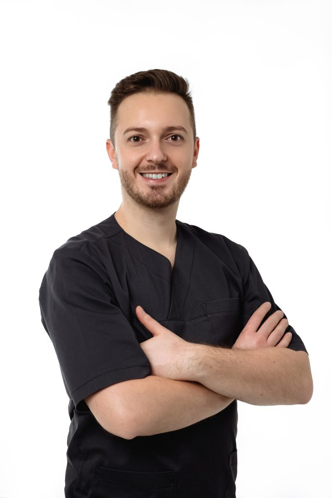 Dr. Simon Botond